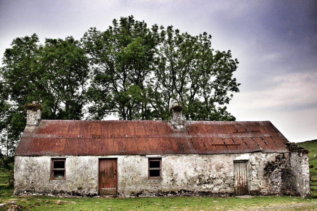 Ein verlassener Stall auf der Insel Lismore.