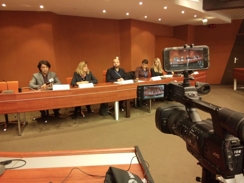 Die Vertreter der verschiedenen Institute mahnen auf der Pressekonferenz in Straßburg, dass durch das Referendum die Macht des Präsidenten wächst.