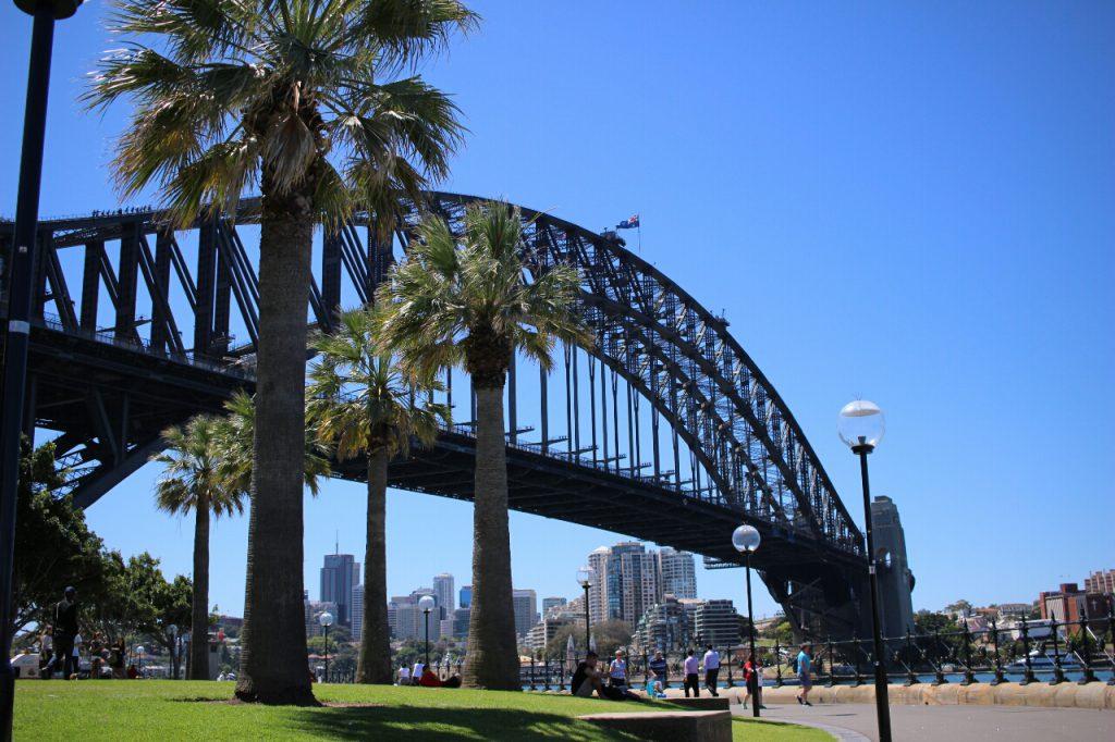Die Harbour Bridge, neben der Oper und dem Ayers Rock DAS Wahrzeichen von Australien.