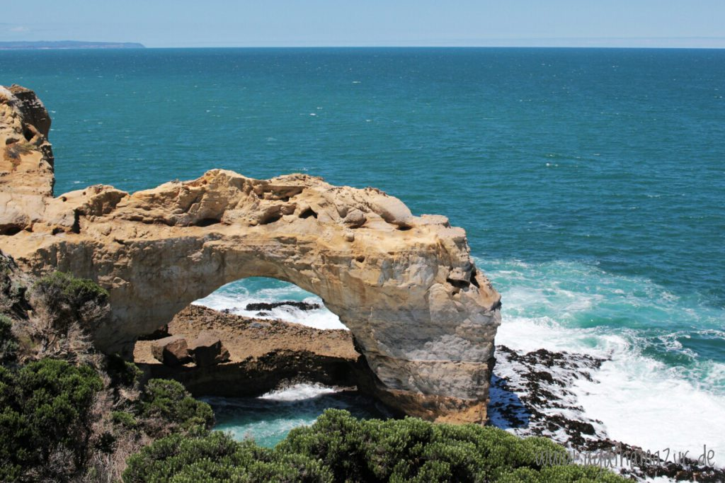"""Der """"Arch"""" - einer der Felsformationen entlang der Great Ocean Road."""