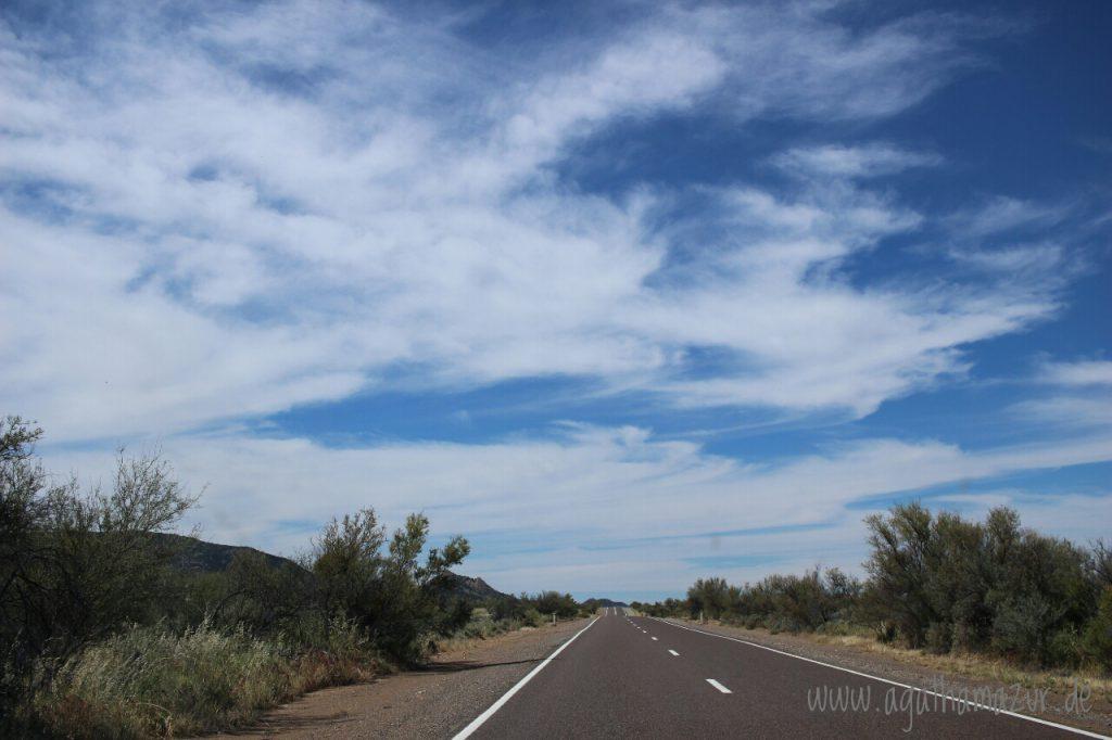 Endlose Straßen, auch das ist Australien. Die unglaublichen Ausmaße dieses Landes habe ich anfangs unterschätzt.