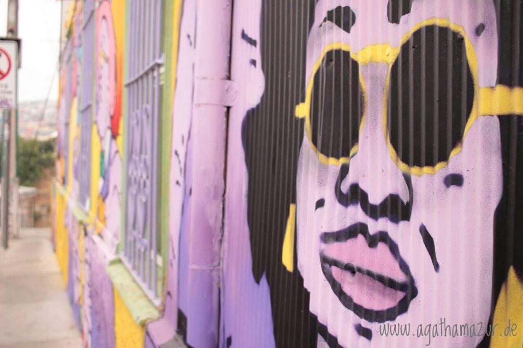 Und noch mehr Graffiti aus Valparaiso. Süß sind auch die engen Treppen, die die Stadt durchqueren und man so auf verschlungenen Pfaden die Viertel Valparaisos entdecken kann.
