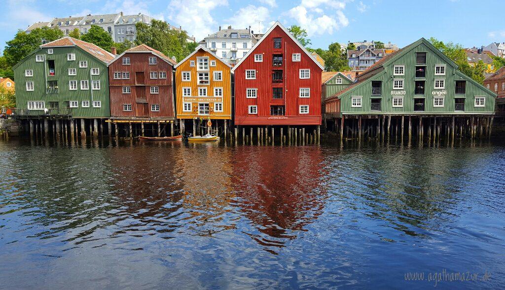 Trondheim, die bunten Häuser am Hafen sind weltbekannt.